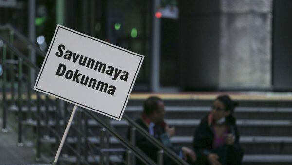 TBMM Adalet Komisyonu'nda görüşülen barolara ilişkin düzenlemeler protesto edildi - Sputnik Türkiye