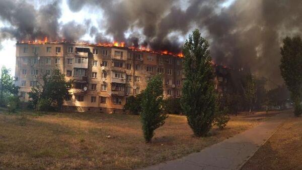 Ukrayna'da eşiyle tartışan kişinin dairesini ateşe vermesi sonucu çıkan yangın büyük paniğe neden oldu - Sputnik Türkiye