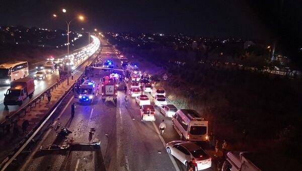 Kocaeli'de yolcu otobüsü devrildi: 1 ölü, 14 yaralı - Sputnik Türkiye