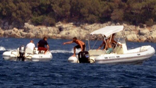 Kaptanı denize düşen sürat botu yaklaşık 40 dakika kendi etrafında döndü - Sputnik Türkiye