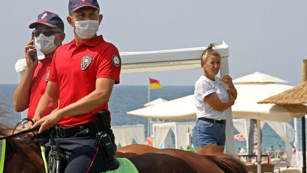 Antalya'da Konyaaltı sahilindeki localar kaldırıldı - Sputnik Türkiye