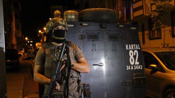 İstanbul Emniyet Müdürlüğü Terörle Mücadele Şube Müdürlüğü ekiplerince, il genelinde eş zamanlı operasyon başlatıldı. - Sputnik Türkiye